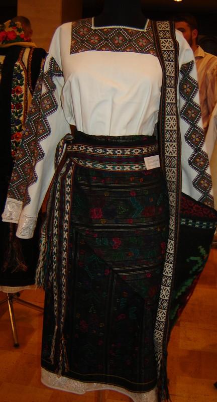 Прекрасна колекція народного одягу